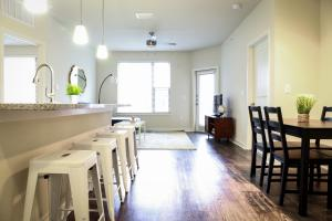 Dormigo Eastside Apartment 4, Apartments  Austin - big - 49