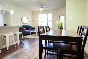 Dormigo Eastside Apartment 4, Apartments  Austin - big - 53