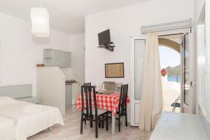 Captain Manos Studio Apartments, Apartmány  Grikos - big - 17