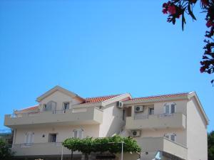 Apartments Stanjević, Тиват