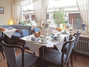 Haus Thorwarth - Hotel garni, Отели  Куксхафен - big - 50