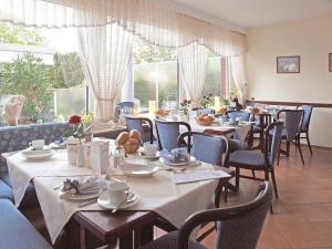 Haus Thorwarth - Hotel garni, Отели  Куксхафен - big - 48