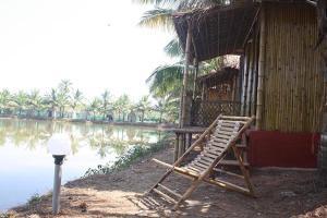 Om Lake Resort photos