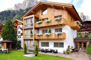 Apartments Chalet Ciufdlton - AbcAlberghi.com