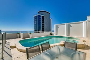 obrázek - 2 story Rooftop Penthouse with private Pool in the Heart of Surfers Paradise - Golden Gate