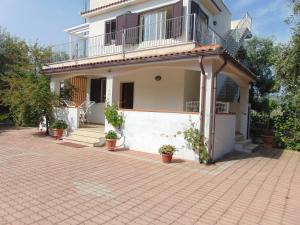 Appartamento in villa con giardino Pizzomunno - AbcAlberghi.com