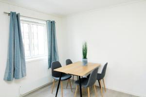 Nordic Host Apts - Tromsø City Center - Vestregata 64A, Apartments  Tromsø - big - 13