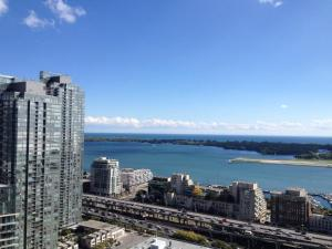 TVHR - Luxury 2 BDR CN Tower and Lake View Condo, Appartamenti  Toronto - big - 2