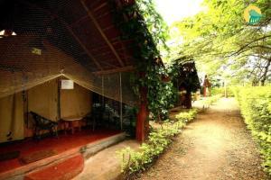 Auberges de jeunesse - 1 BR Farmhouse in Hunsur, Mysuru (AD6E), by GuestHouser