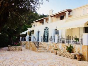 "Villa Ampelaki ""30 meters to beach"""