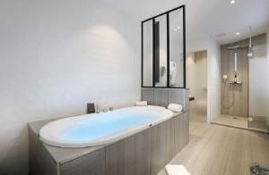 Petit Hôtel Confidentiel, Отели  Шамбери - big - 73