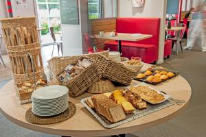 Brit Hotel Toulouse Colomiers – L'Esplanade, Hotely  Colomiers - big - 39