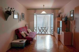 Spacious balcony apartment next to Piran beach and lighthouse