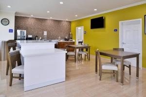 Americas Best Value Inn and Suites, Hotels  Humble - big - 18
