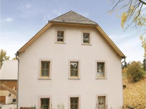 Two-Bedroom Apartment in Schwarzenbach am Wald