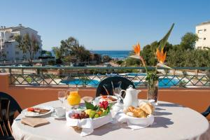 Marbella Beach Resort at Club Playa Real, Apartmanok  Marbella - big - 1