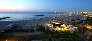 Casa Massimo con giardino fronte mare - AbcAlberghi.com