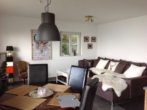 Spacious Apartment in Mollens near Ski Area - Hotel - Cordona