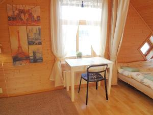 obrázek - Fully equipped flat, 2 bedrooms, FREE car parking.