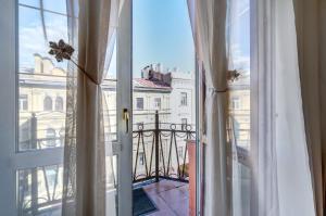 Mike Ryss' Royal Apartment