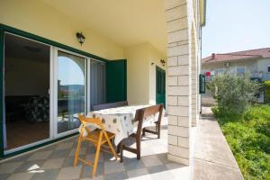 Apartments with a parking space Trogir - 15316, Apartmanok  Trogir - big - 3