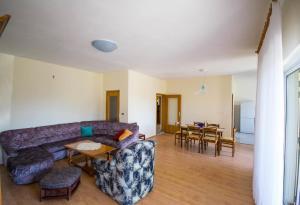 Apartments with a parking space Trogir - 15316, Apartmanok  Trogir - big - 9