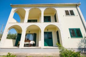 Apartments with a parking space Trogir - 15316, Apartmanok  Trogir - big - 16