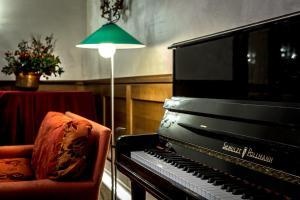 Hotel 5 Miglia, Отели  Ривизондоли - big - 51
