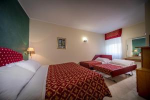 Hotel 5 Miglia, Отели  Ривизондоли - big - 2