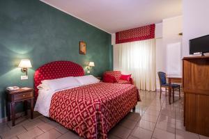Hotel 5 Miglia, Отели  Ривизондоли - big - 42