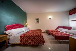 Hotel 5 Miglia, Отели  Ривизондоли - big - 3