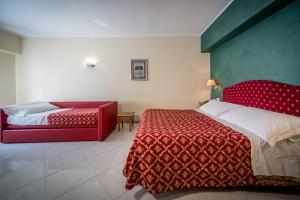 Hotel 5 Miglia, Отели  Ривизондоли - big - 37