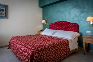 Hotel 5 Miglia, Отели  Ривизондоли - big - 35