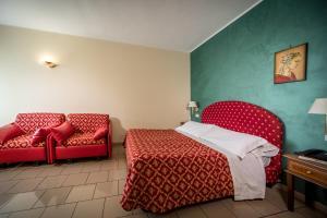 Hotel 5 Miglia, Отели  Ривизондоли - big - 4
