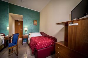 Hotel 5 Miglia, Отели  Ривизондоли - big - 31