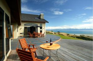 Parautane Lodge - Accommodation - Nelson