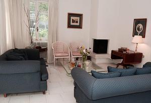 Spacious house next to Athens' coast, in Kalamaki, Apartments  Athens - big - 21