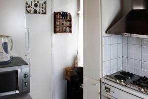 Spacious house next to Athens' coast, in Kalamaki, Apartments  Athens - big - 22