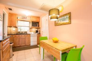 obrázek - 1 Bedroom - Flamingo Cottage Pets Waterfront District