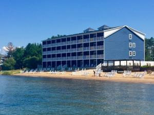 The Baywatch Resort - Hotel - Traverse City