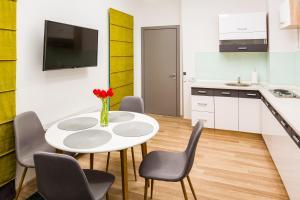 Apart Hotel Code 10, Aparthotely  Lvov - big - 59