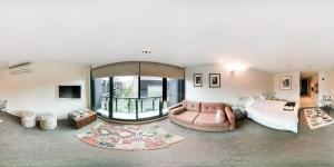 Celeste - Beyond a Room Private Apartments, Апартаменты  Мельбурн - big - 6