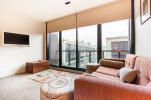 Celeste - Beyond a Room Private Apartments, Апартаменты  Мельбурн - big - 2