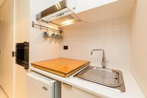 Celeste - Beyond a Room Private Apartments, Апартаменты  Мельбурн - big - 7