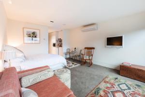 Celeste - Beyond a Room Private Apartments, Апартаменты  Мельбурн - big - 5
