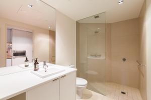 Celeste - Beyond a Room Private Apartments, Апартаменты  Мельбурн - big - 11