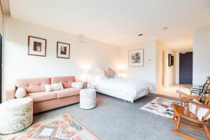 Celeste - Beyond a Room Private Apartments, Апартаменты  Мельбурн - big - 10