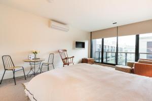 Celeste - Beyond a Room Private Apartments, Апартаменты  Мельбурн - big - 9