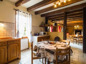 Maison De Vacances - Blanquefort-Sur-Briolance 1, Nyaralók  Saint-Cernin-de-l'Herm - big - 17