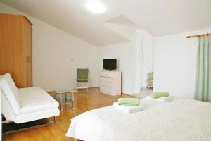 Beach Step Apartment, Apartments  Poreč - big - 19